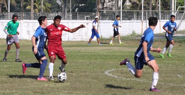 ContaduriaUV vs UCC Futbol 04